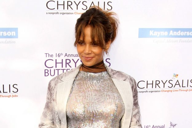 Halle Berry laughs off pregnancy speculation with cheeky ...