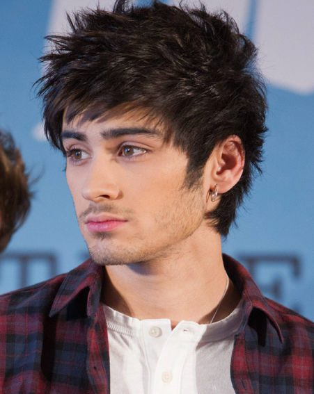 One Direction star Zayn Malik unexpectedly left a press conference after feeling unwell