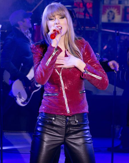 Taylor Swift performs in Times Square during New Years Eve